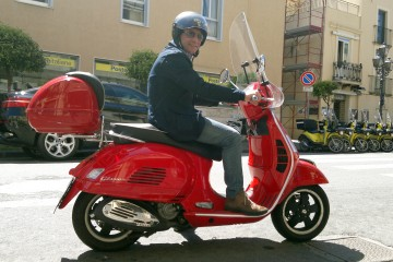 Giovanni Formica a bordo del suo scooter (FOTO OGGI MILAZZO)