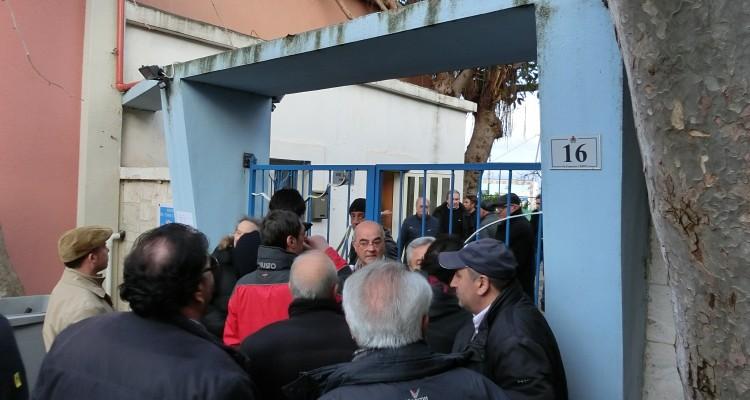 Protesta di alcuni soci al Circolo tennis e della vela di Milazzo