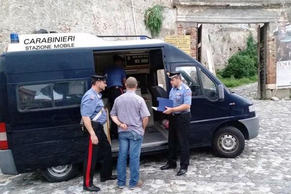 Controlli al Borgo di MIlazzo con Tommaso La Rosa, capo della stazione dei carabinieri