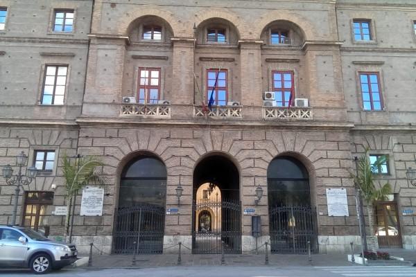 L'ingresso del municipio di Milazzo