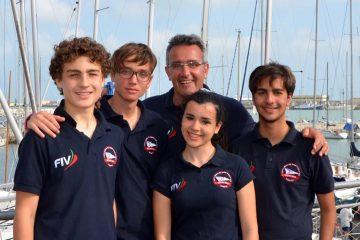 I velisti del Nuovo Circolo tennis e Vela di MIlazzo con l'istruttore Francesco Iannucci