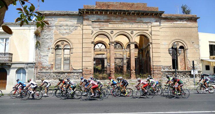 Un momento della gara cicilistica di stamattina in una bellissima immagine di Carmelo Fulco / Facebook.