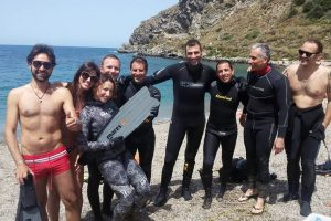 A sinistra il consigliere Alessandro Oliva con i volontari di Aquatica