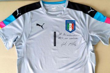 La maglia firmata da Gigi Buffon