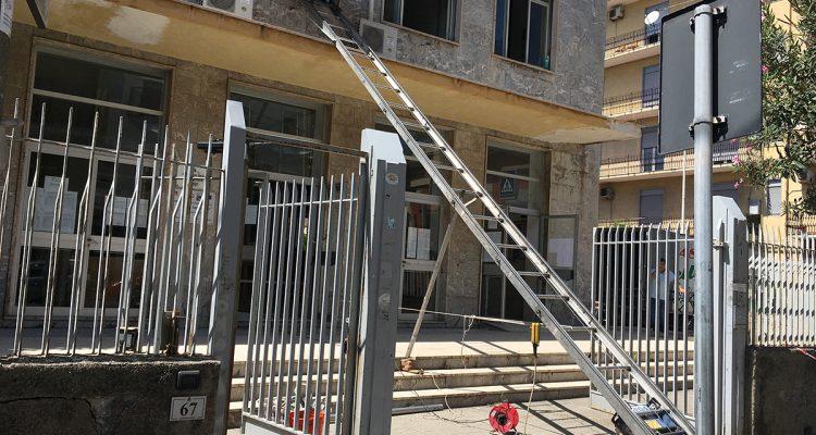 Milazzo il liceo classico impallomeni trasferito in via for Guttuso arredamenti