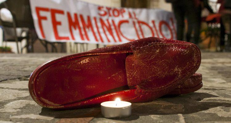 scarpe rosse al teatro trifiletti contro la violenza sulle donne oggi milazzo oggi milazzo scarpe rosse al teatro trifiletti