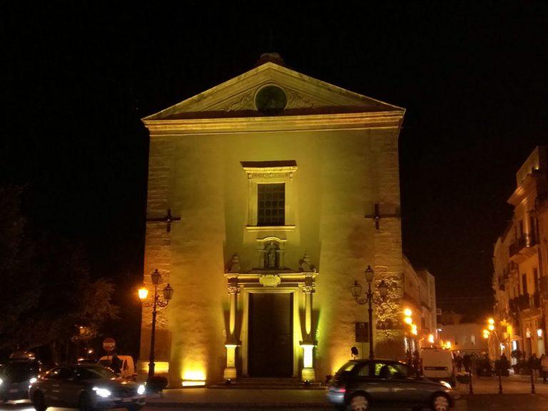 Milazzo, la chiesa di San Giacomo si illumina di Giallo Regeni
