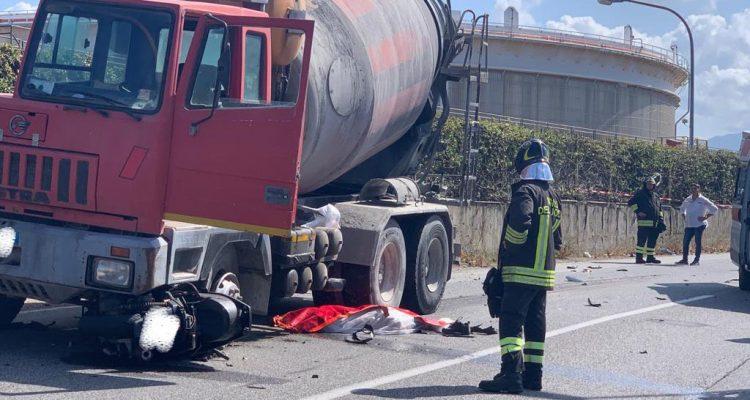 Milazzo, scontro moto betoniera: muore un 17enne